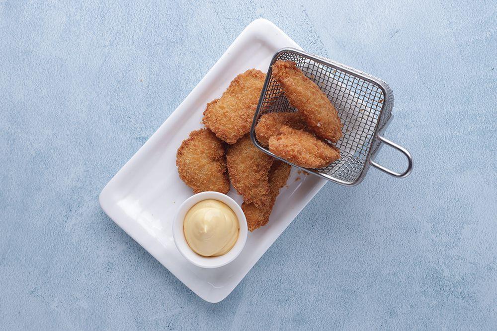 Куриные наггетсы с сырным соусом